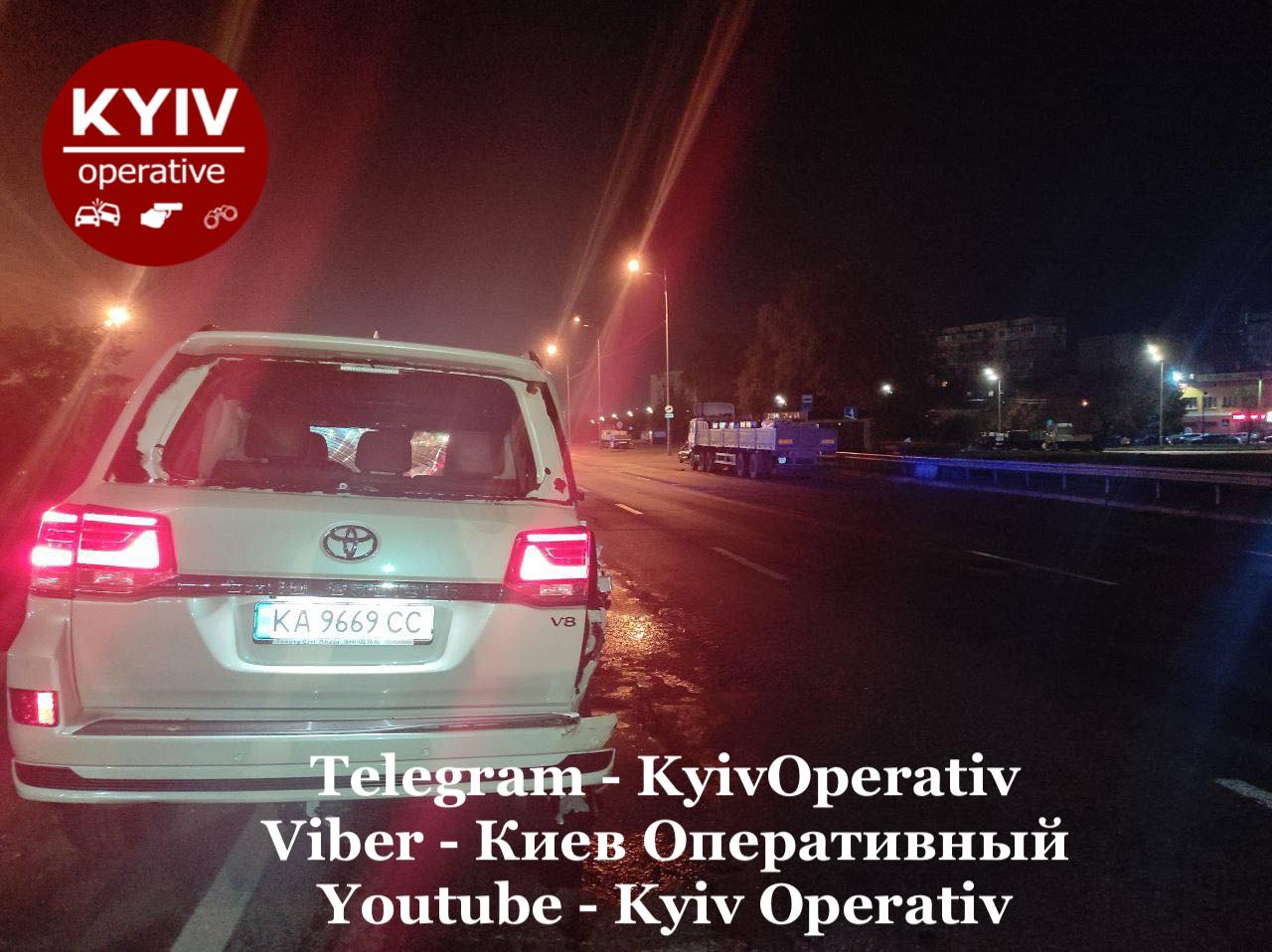 В Киеве сотрудник одной из станций технического обслуживания разбил машину клиента, когда сам на ней катался на Кольцевой дороге